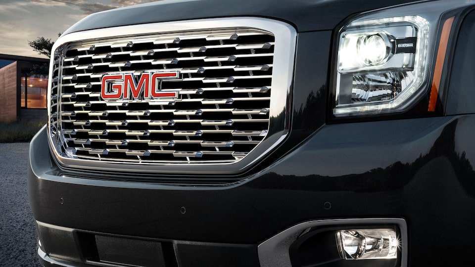 High-intensity discharge (HID) projector-beam headlamps on the 2019 GMC Yukon Denali.
