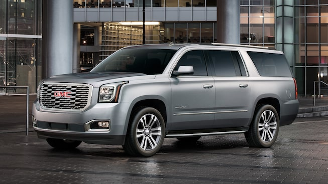 The 2019 Yukon XL Denali includes bright side roof rails.