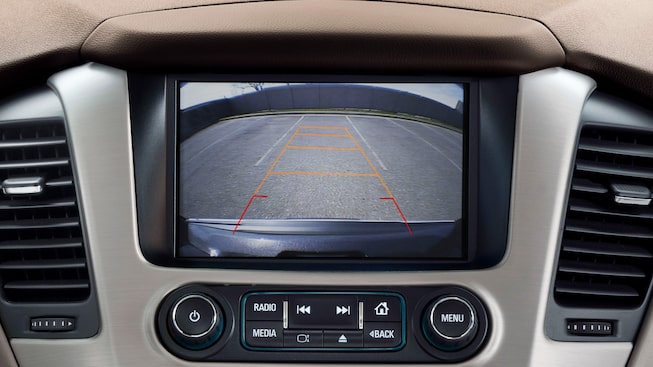 View of the 2019 GMC Yukon's rear camera on the 8-inch colour touch-screen.