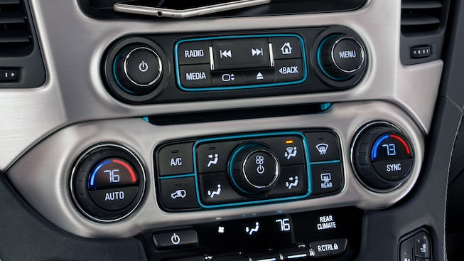 Controls for the heated-and-ventilated front seats in the 2019 Yukon SLT.