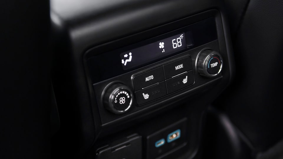 GMC Acadia AT4: Rear Climate Control System.