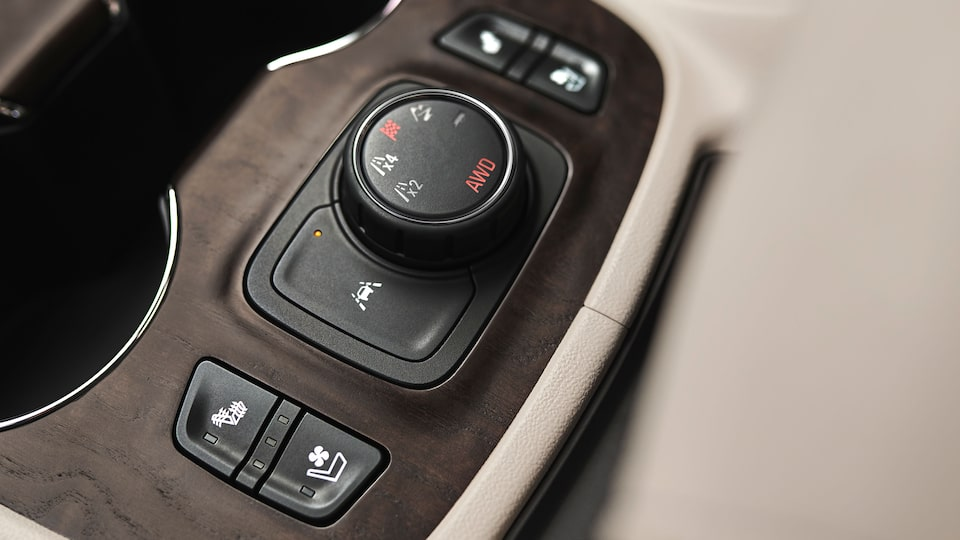 Acadia Denali Luxury SUV: Traction System Controls.