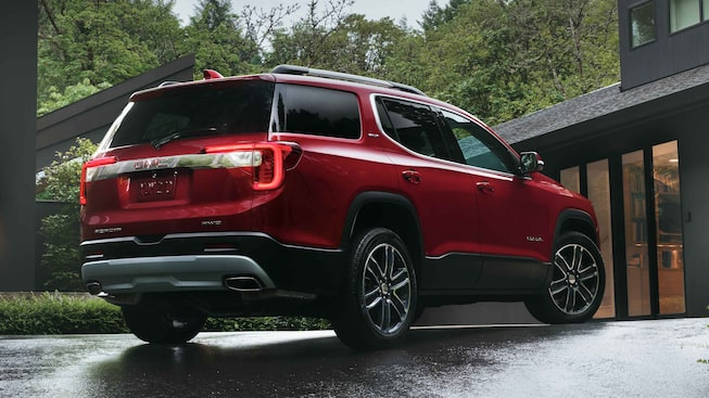 2021 GMC Acadia SLE/SLT exterior rear side view.