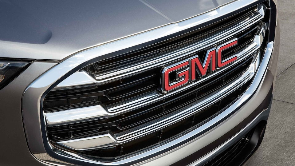 Close up view of the 2021 GMC Terrain SLE/SLT grille.