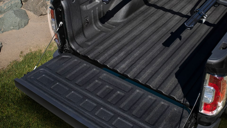 2019 GMC Canyon All Terrain's EZ-Lift and lower tailgate.