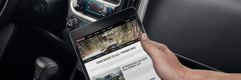 Connectivity features inside the 2019 GMC Canyon.