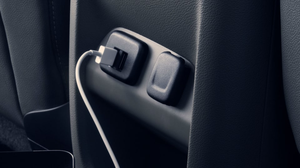 USB power outlet inside the GMC Canyon.
