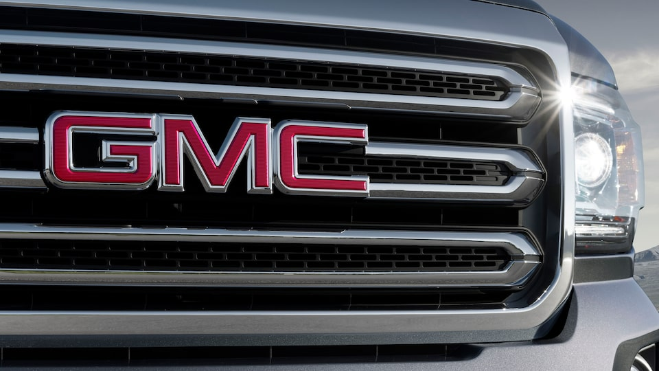 The large, bold grille design on the 2019 Canyon mid-size pickup truck.