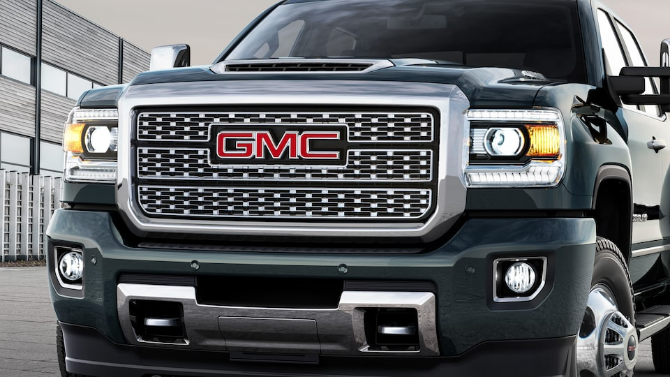 Sierra Denali HD's signature chrome grille.