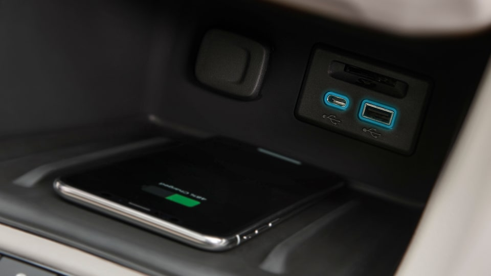 2020 GMC Acadia Wireless Charging.