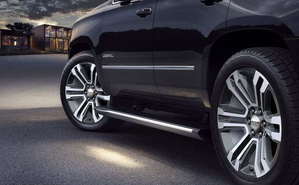 2020 GMC Yukon Denali Ultimate Full Size SUV Wheels Shot.